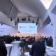 Würzburger Wirtschaftsdialog Menschen und Bühne mit Aufschrift WueWW und Wirtschaftstage