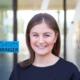 sarah - junge frau, lächelt, CEO von startup level3