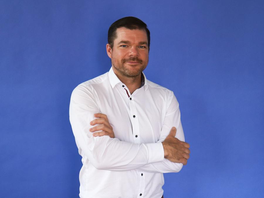 scoutbee, gregor, Mann im weißen Hemd