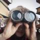 Mitgründer gesucht, Co-Founder gesucht, Mann mit Fernglas